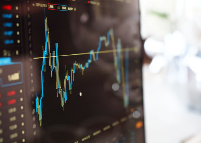 online investing on a screen